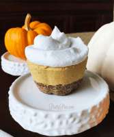 Mini Low-Carb Pumpkin Cheesecakes (Vegan, Paleo) PrettyPies.com