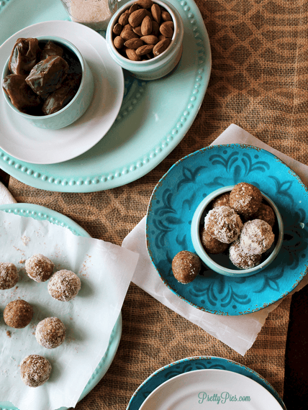 Almond Bliss Balls (Vegan, Paleo, No-Bake) from PrettyPies.com