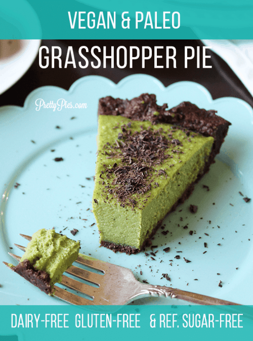 Vegan & Paleo Grasshopper Pie! Smooth mint cream on a no-bake chocolate crust. Free from gluten/grains, dairy, eggs, and refined sugar! | #prettypies #vegandesserts #healthydesserts #paleo #mintchocolate