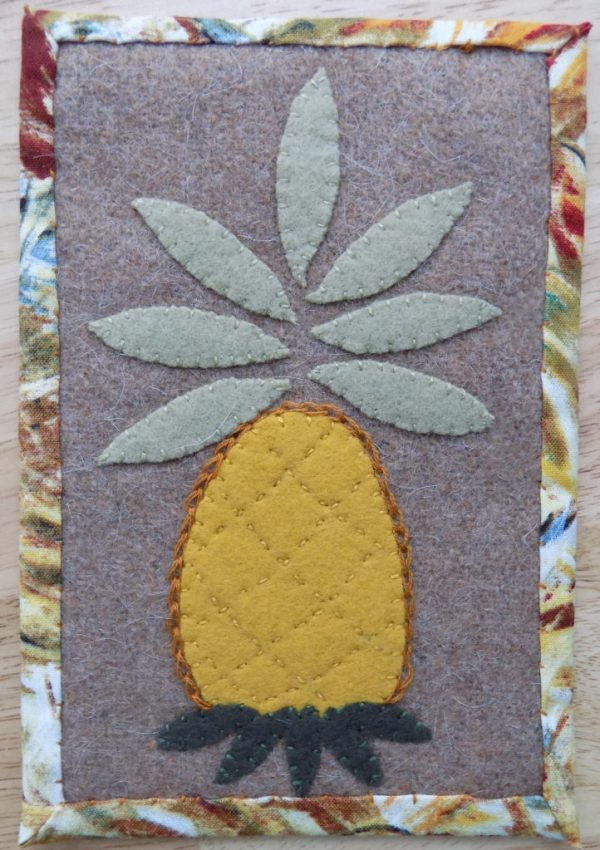 mug rug pineapple