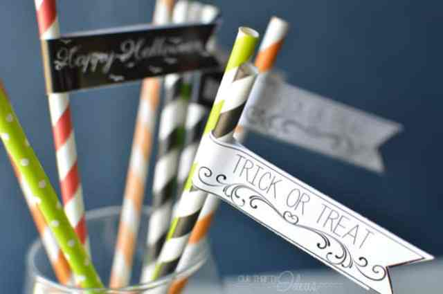 FREE printable Halloween straw flags