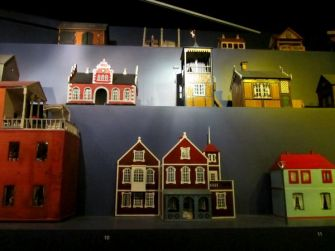 A collection of doll houses