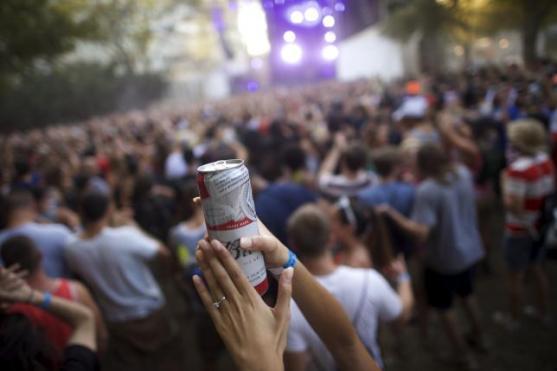 A reveler holds a beer while dancing during a music festival in Philadelphia, Pennsylvania September 6, 2015. REUTERS/Mark Makela