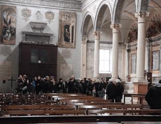 L'interno della basilica con gli ospiti di Kaufbeuren