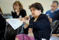 Partecipante che interviene nella discussione del Documento partecipato