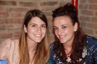 Ilenia e Silvia, comunicatrici, al banco della registrazione
