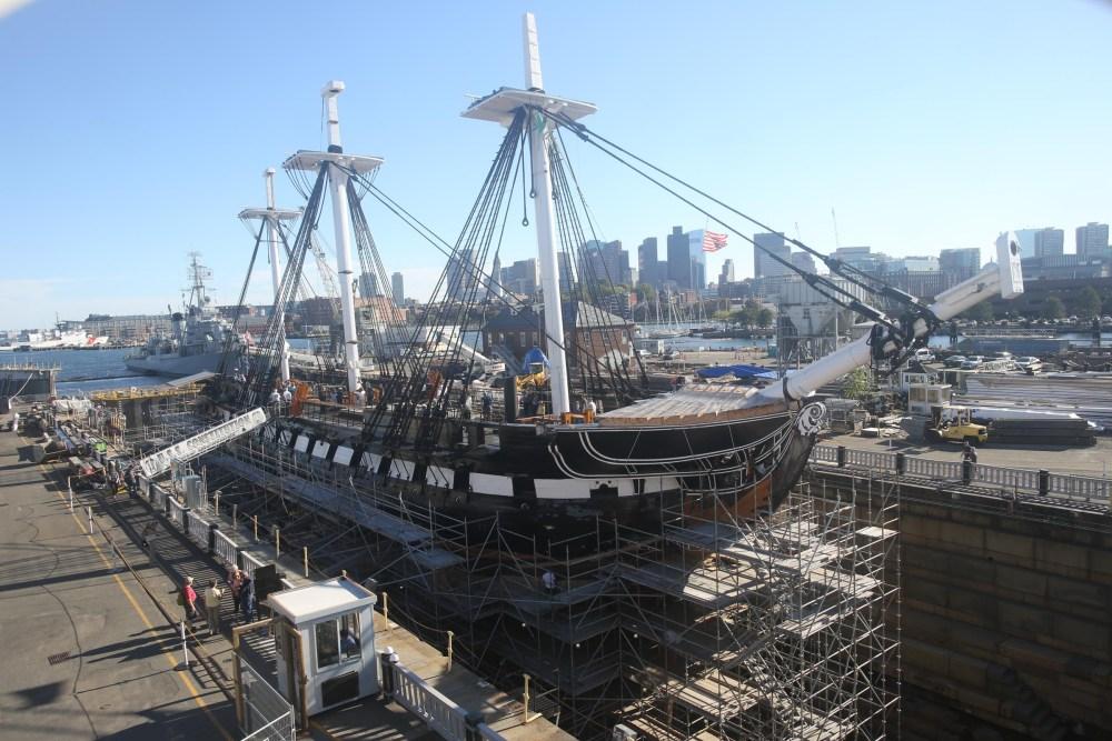 Foto del timelapse del proceso de restauración del USS Connstitutional (foto Greg M. Cooper)