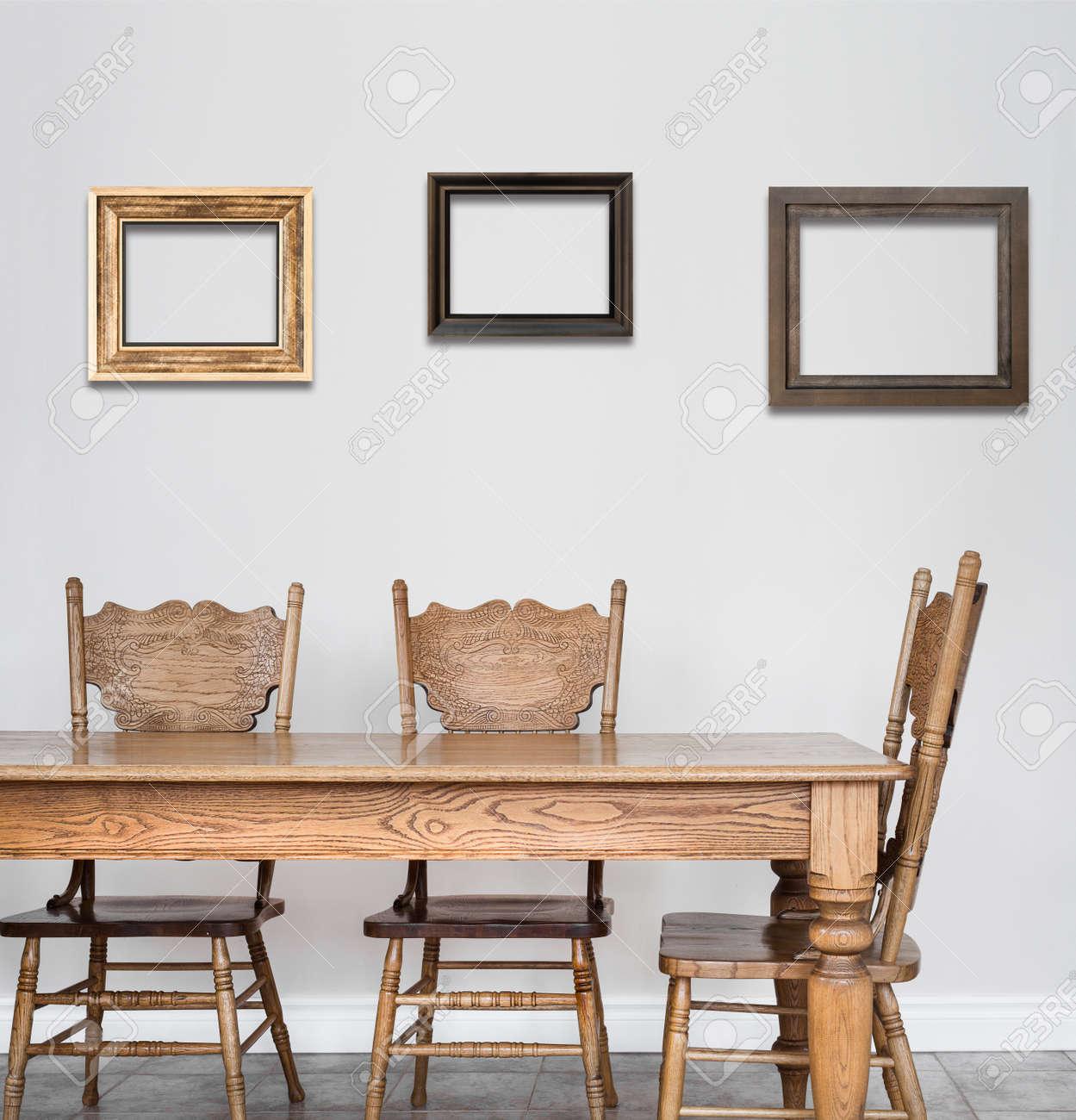 banque d images table en bois de salle a manger et une chaise de details et de cadres vides pour votre texte image ou un logo ou meme des photos de