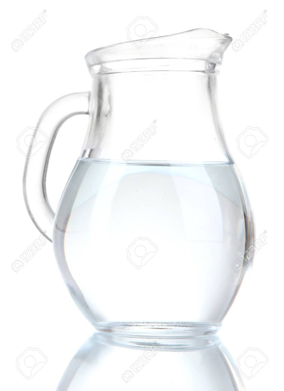 pichet en verre d eau isole sur blanc
