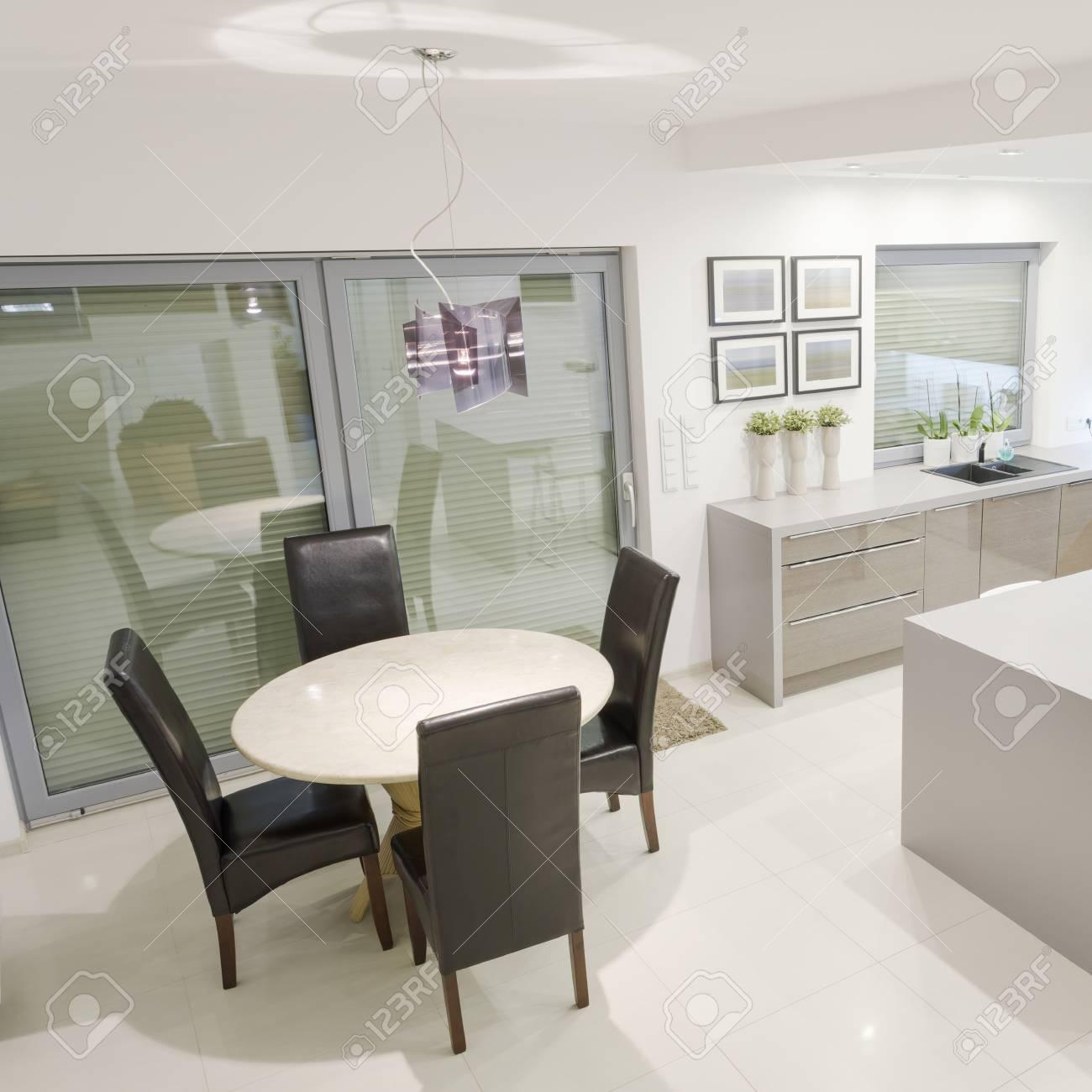 https fr 123rf com photo 61586715 cuisine exclusive blanche avec petit espace salle c3 a0 manger html