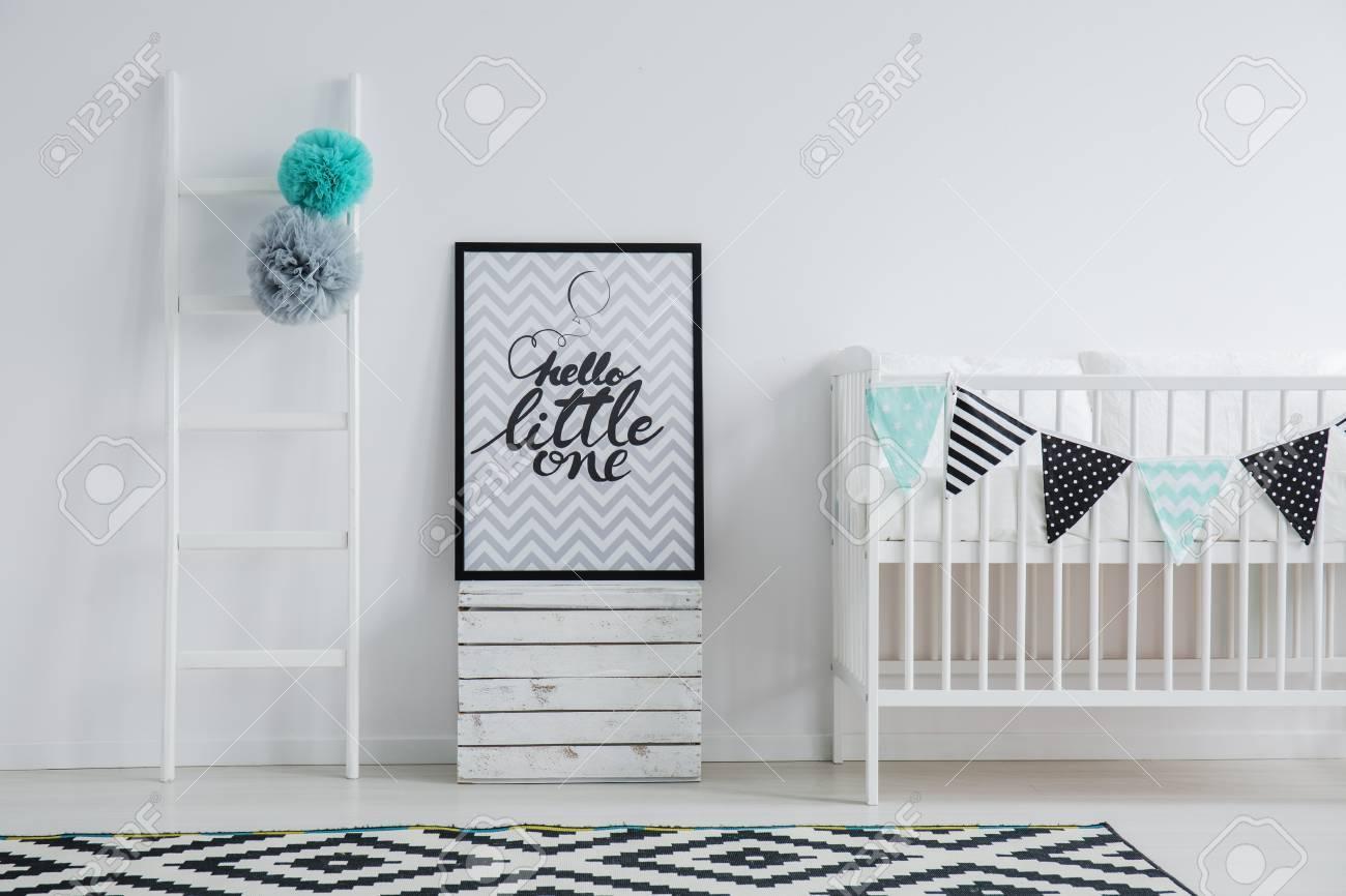 https fr 123rf com photo 84640259 chambre d enfant de style scandi avec un grand tapis c3 a0 motifs une affiche avec du texte et un lit d html