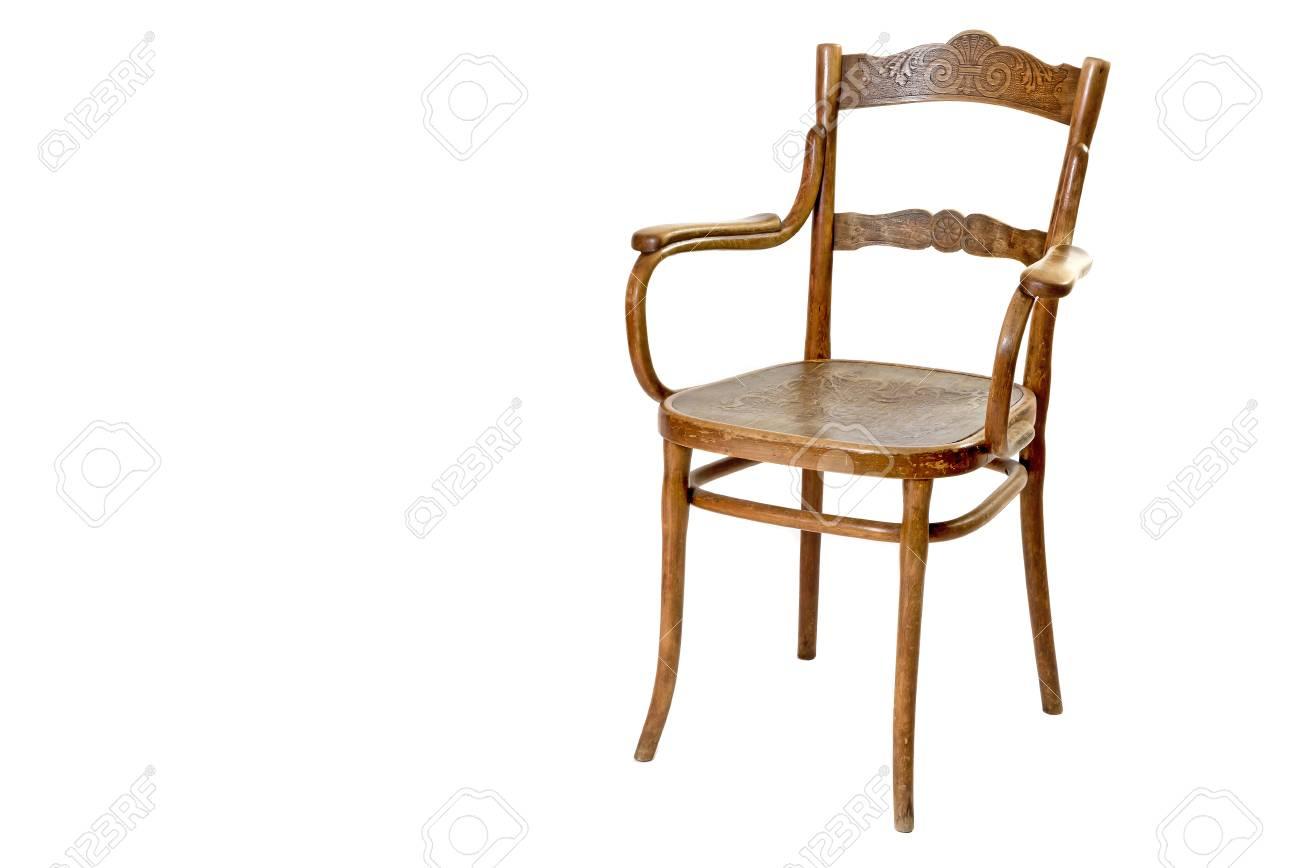 old chaise en bois avec accoudoirs isoles sur le fond blanc