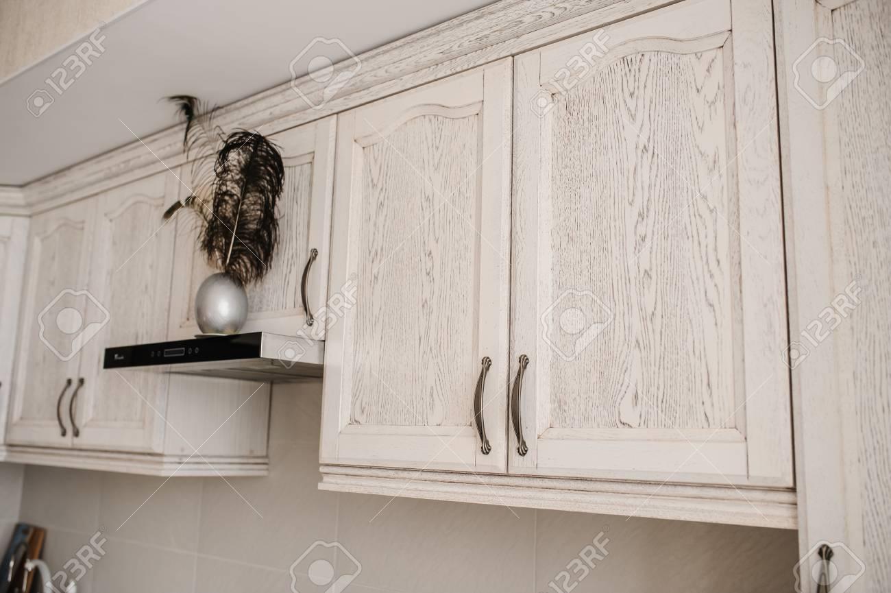armoire de placard peinte en blanc antique meubles anciens faits a la main en bois avec tiroirs et portes