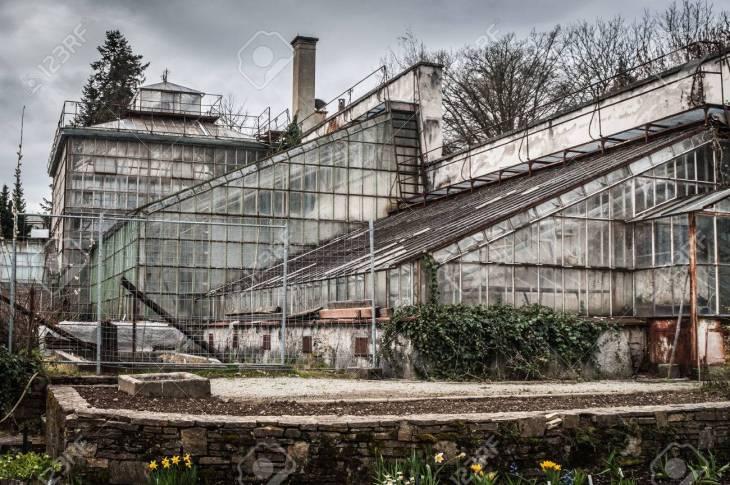 Invernadero Viejo En El Jardín Botánico En Graz.Austria. Fotos ...