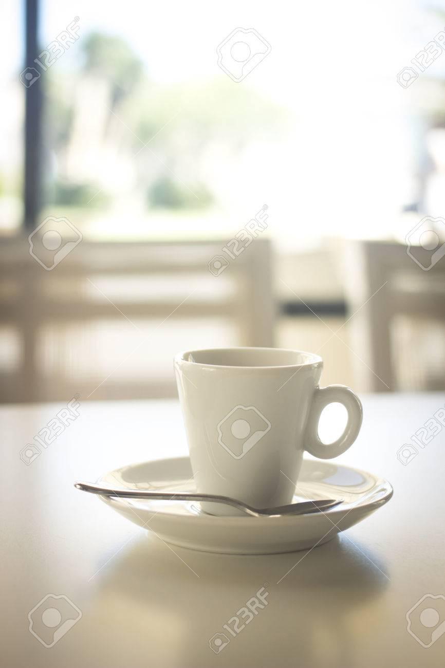 https de 123rf com photo 42132311 italienischen kaffee espresso tasse und untertasse l c3 b6ffel in restaurant cafe bar in rom italien html