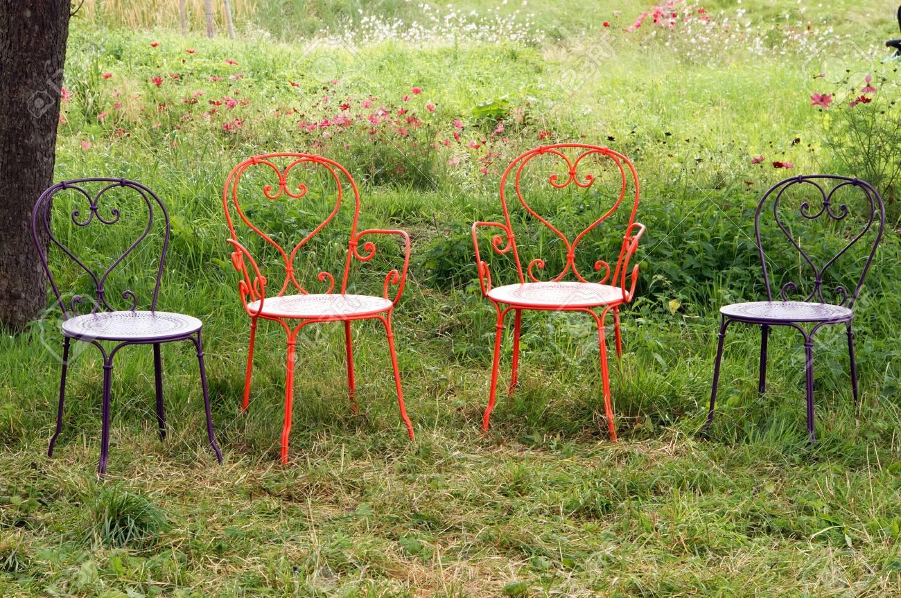chaises de jardin colore zuelpich rhenanie du nord westphalie allemagne banque d images et photos libres de droits image 34783071