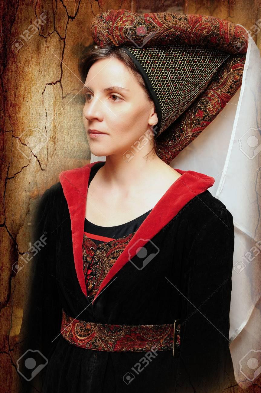 portrait d une femme a la coiffe medievale