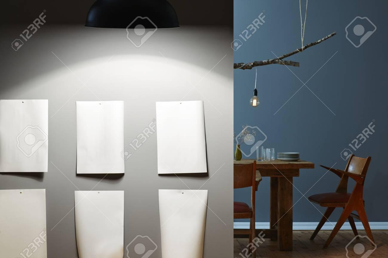 banque d images galerie moderne sur la table de concepts d eclairage de mur gris en arriere plan