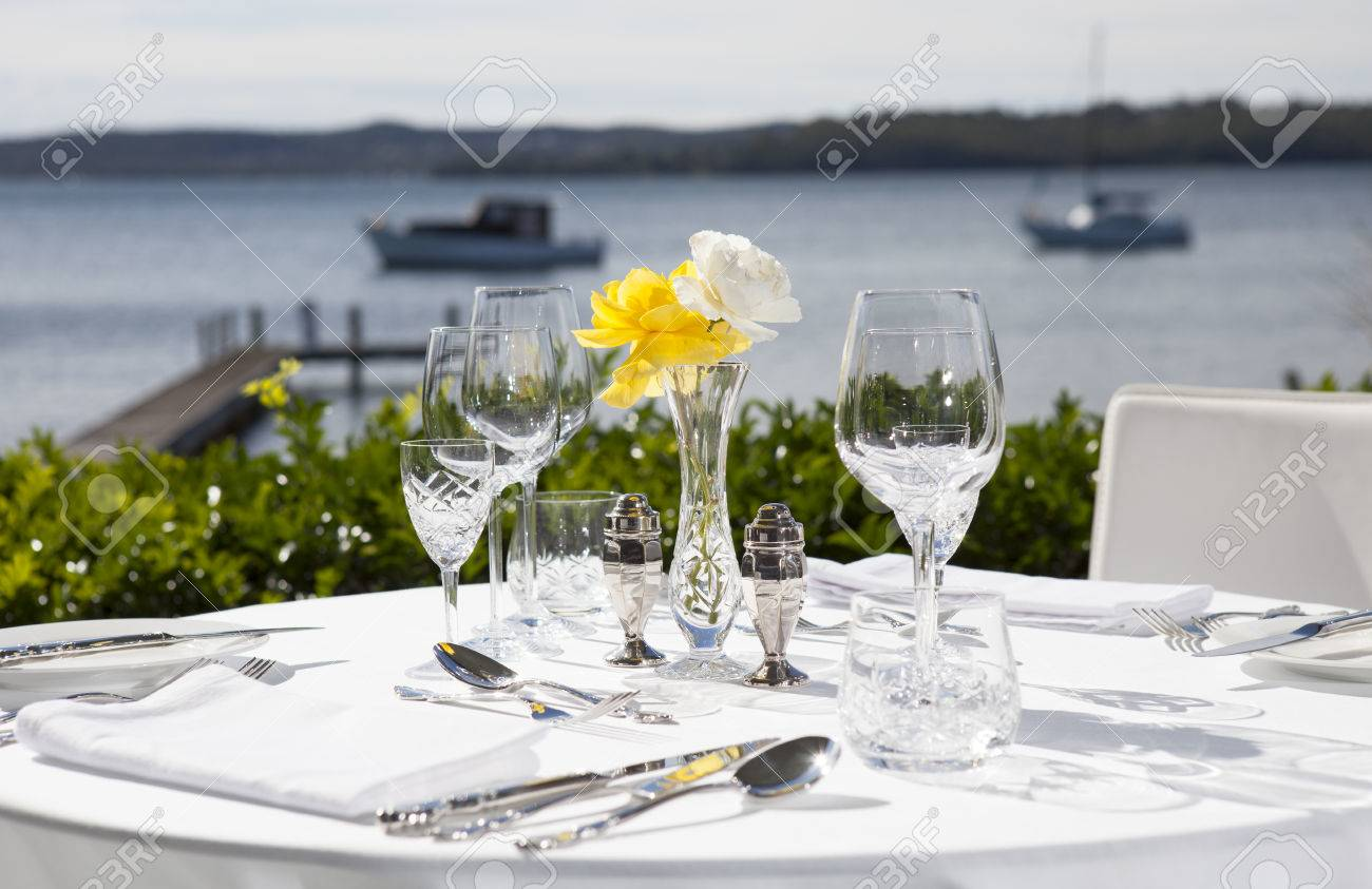 https fr 123rf com photo 29405066 set de table pour le d c3 a9jeuner dans un restaurant avec vue sur l eau haut de gamme html