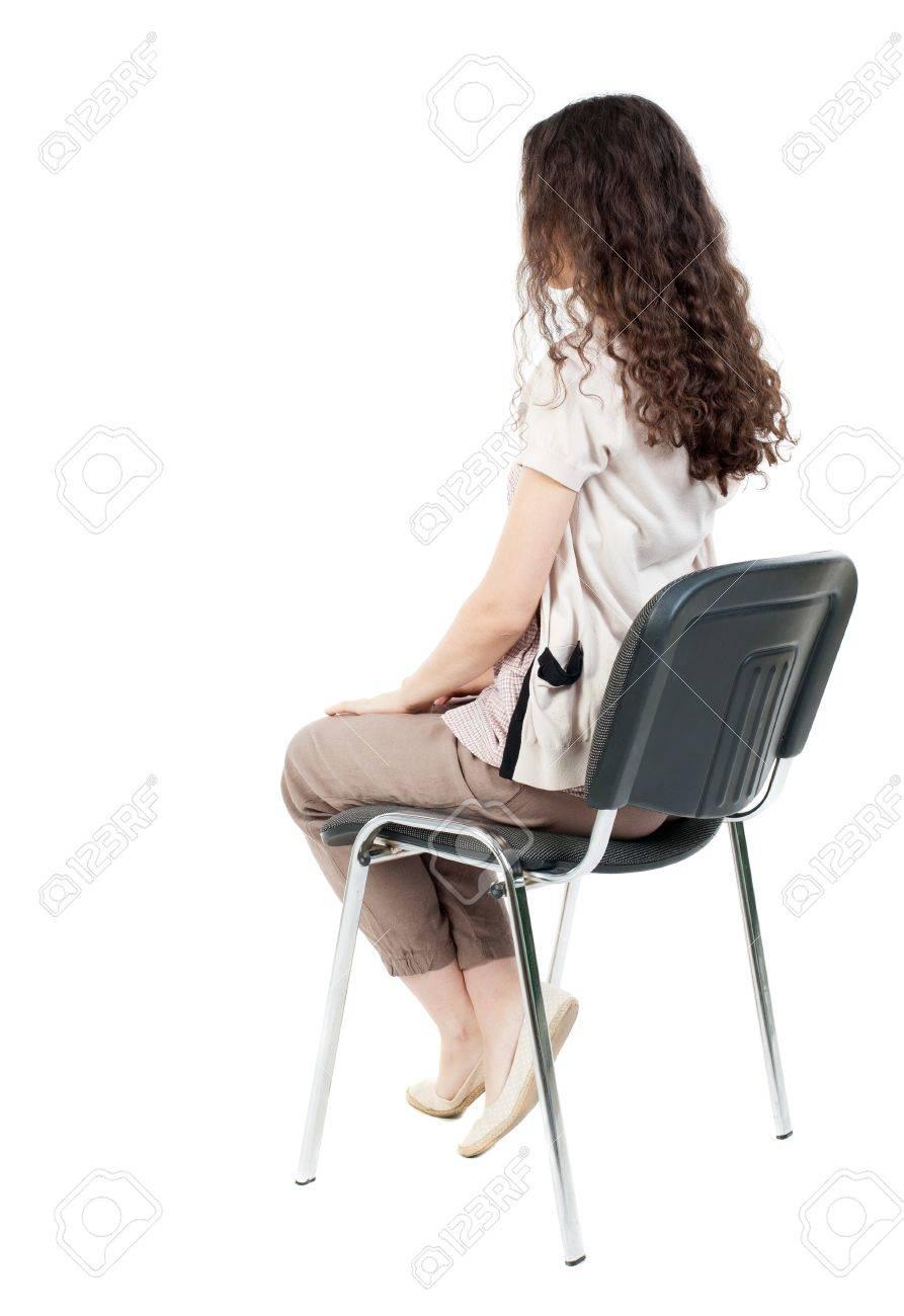 vue de dos de la belle jeune femme assise sur une chaise fille a regarder arriere collection vue de personnes backside vue de la personne isole