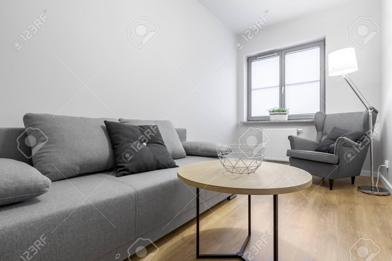 https fr 123rf com photo 74676658 petit salon avec canap c3 a9 gris fauteuil et table basse html