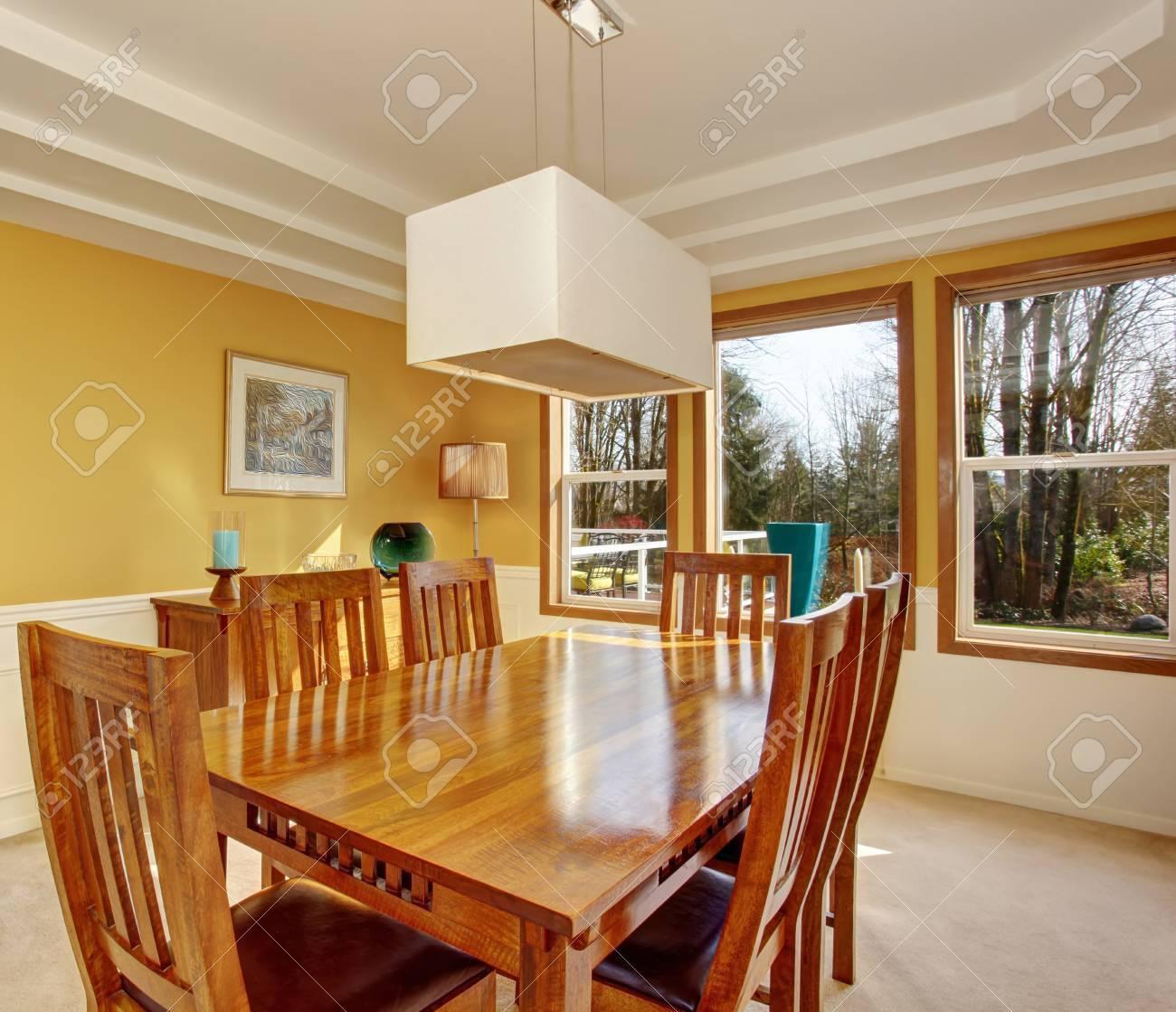 modernise salle a manger avec une tres belle table et chaise