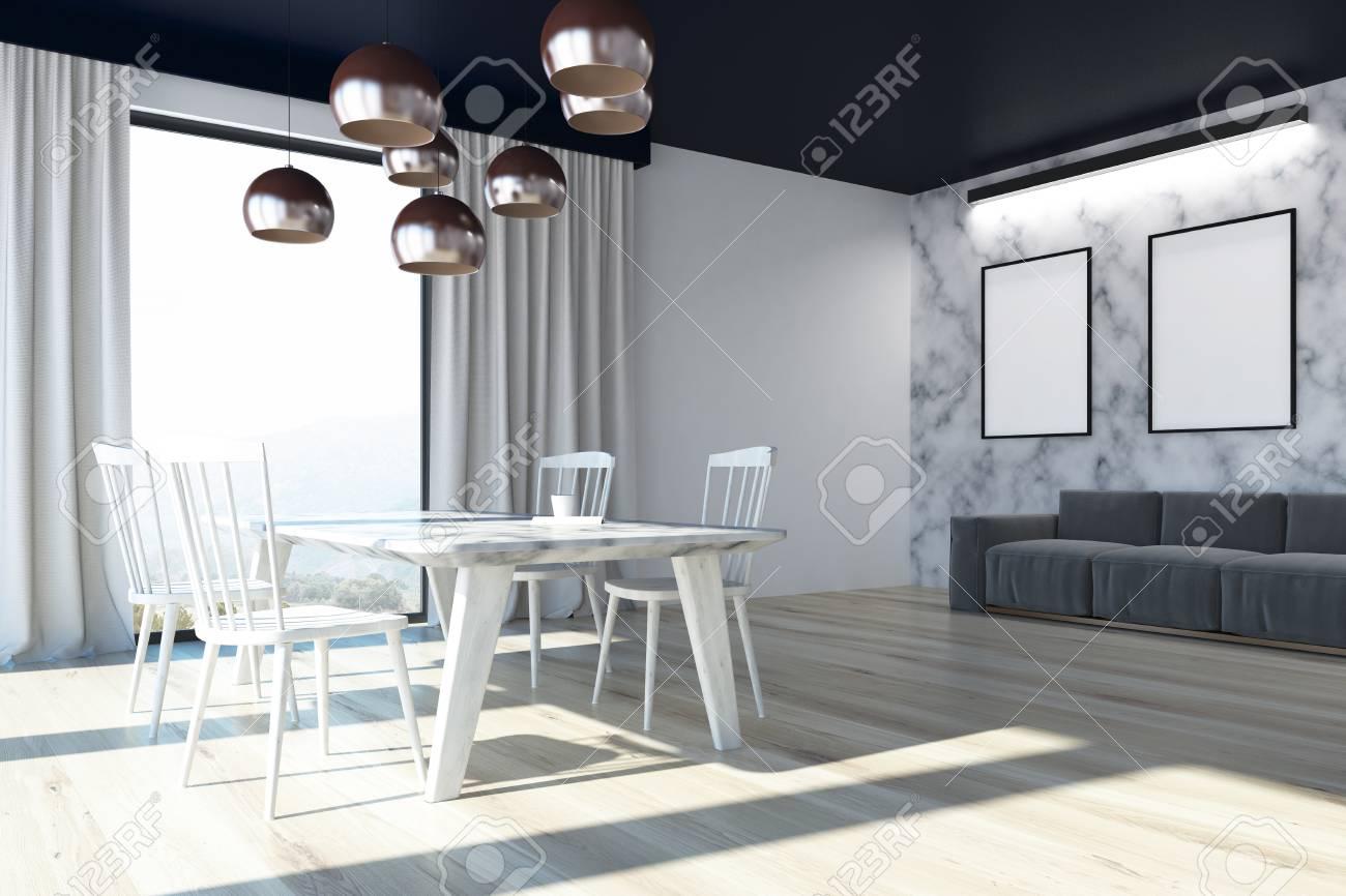 interieur de la salle a manger avec des murs en marbre blanc un plancher en bois des fenetres en mezzanine une longue table avec des chaises