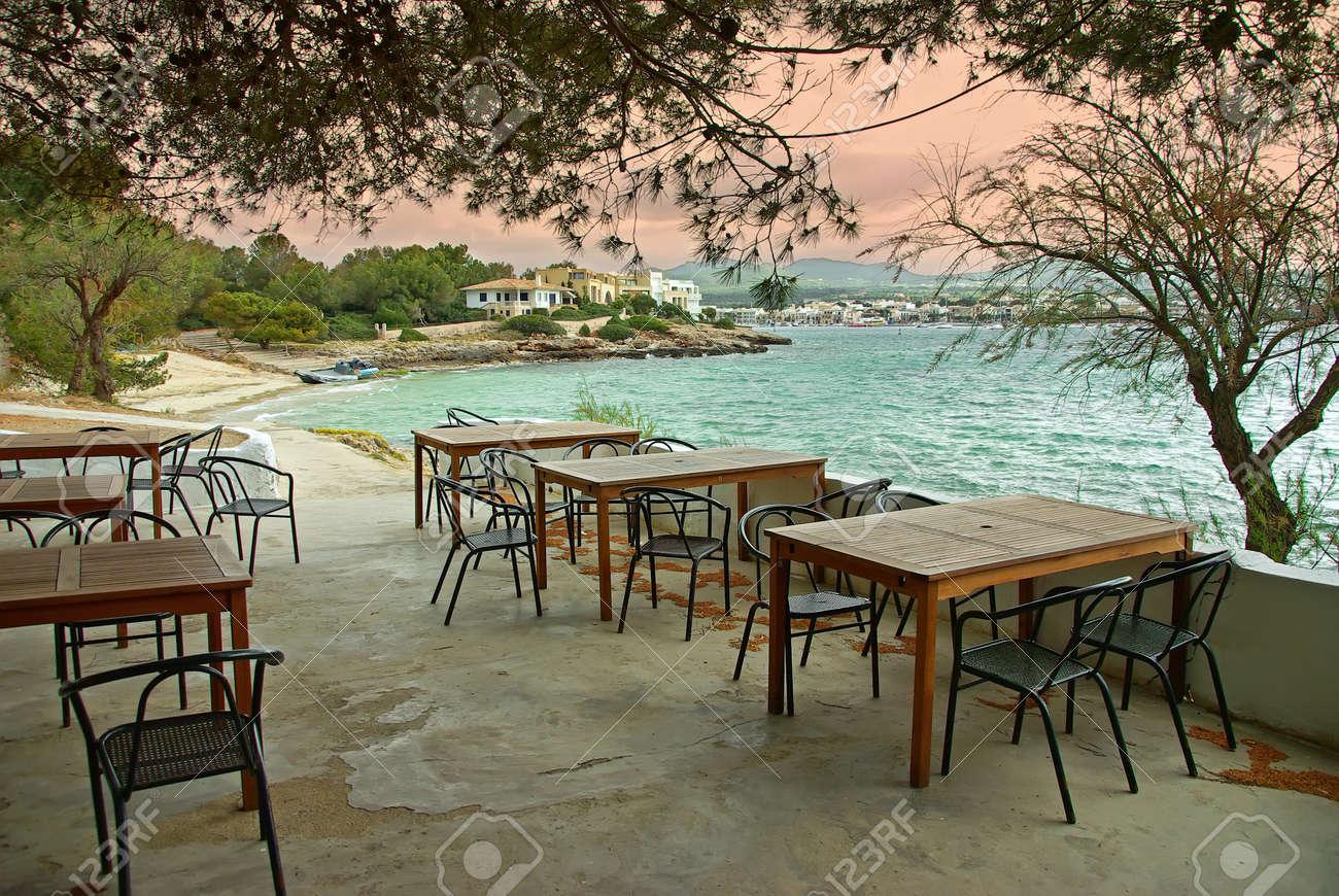 https de 123rf com photo 37073843 typische terrasse einer bar in der k c3 bcste von porto colom mallorca spanien html