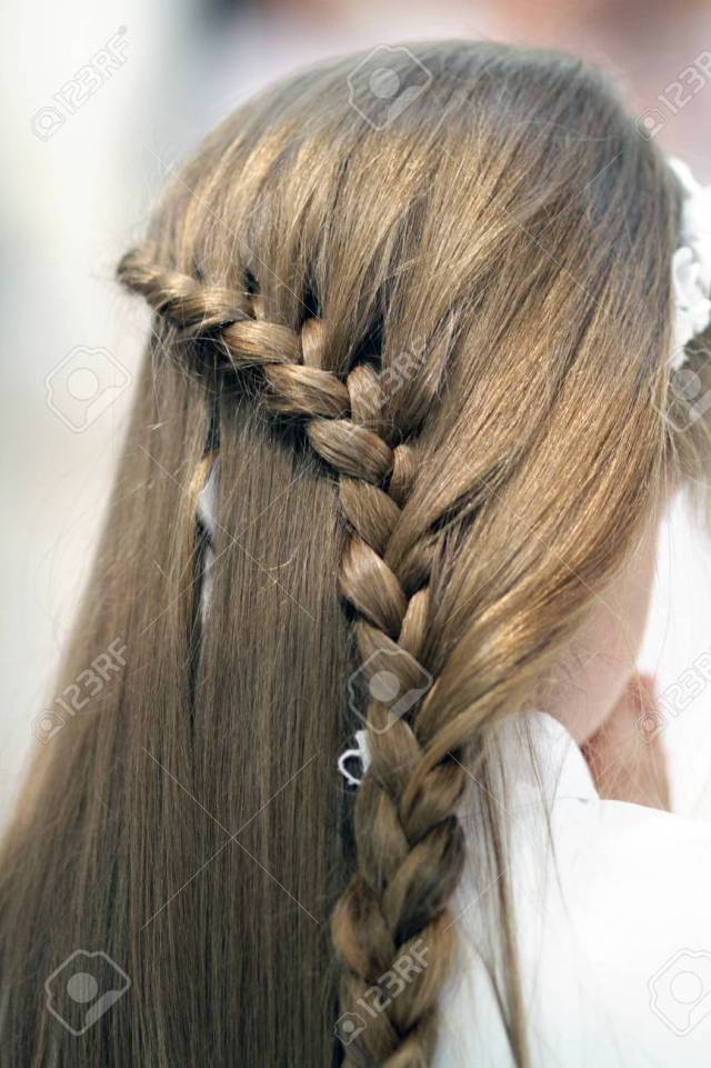 hairstyle of a girl who makes her first communion,detaiils