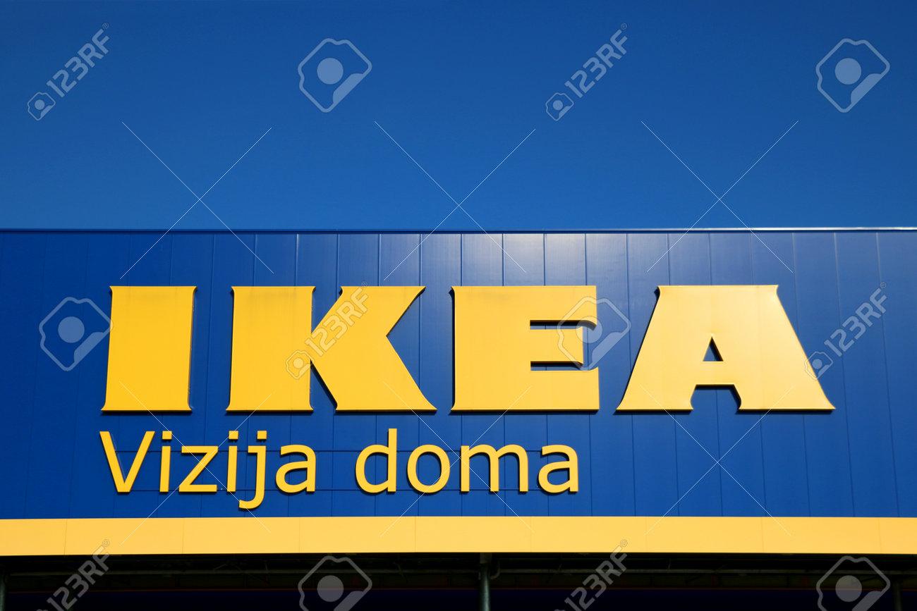 Zagabria Croazia 22 Giugno 2017 Ikea Firma Contro Sul Deposito A Zagabria Croazia Ikea è Il Più Grande Rivenditore Di Mobili Al Mondo