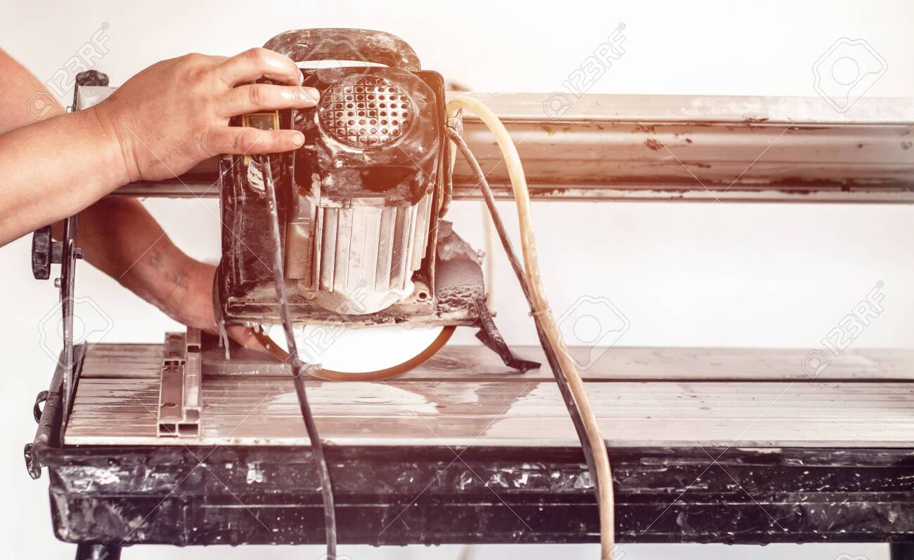 https www 123rf com photo 151142446 worker using wet tile saw to cut wall tile at construction site cutting ceramic tile with water cutt html
