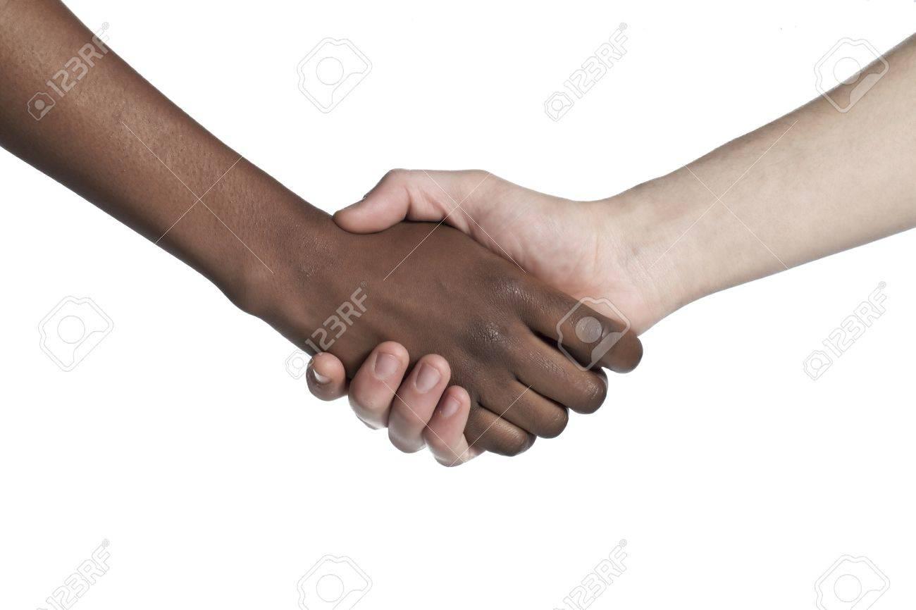noir et blanc mains de l homme qui font un coup de main secouer pour montrer leur amitie