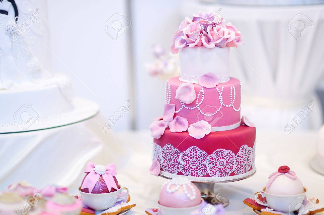 White Wedding Cake Decorated With Pink Sugar Flowers Stock Photo     Stock Photo   White wedding cake decorated with pink sugar flowers