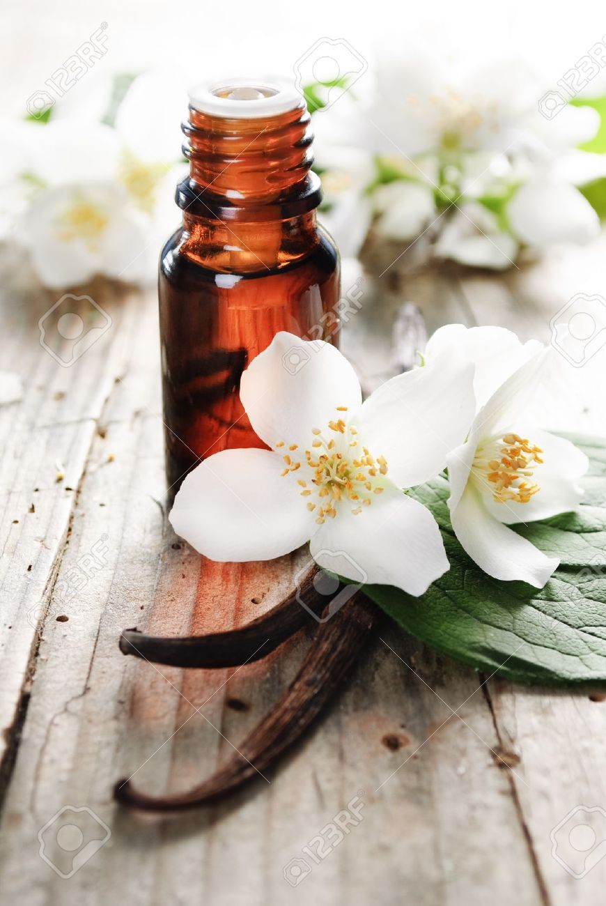 https://i1.wp.com/previews.123rf.com/images/miss_j/miss_j1205/miss_j120500038/13846050-Essential-oil-with-jasmine-flower-and-vanilla-Stock-Photo-spa.jpg
