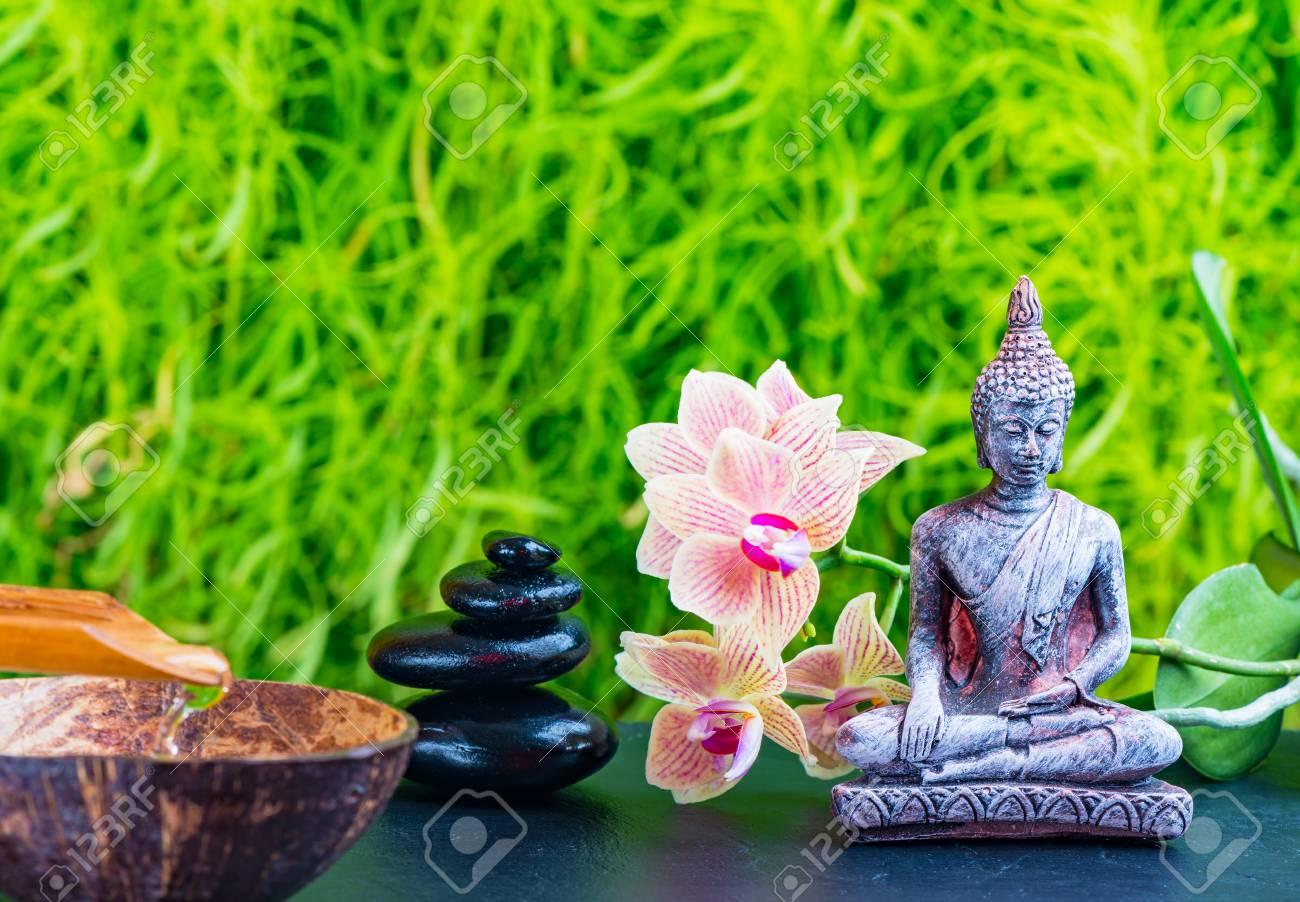 zen garten hintergrund mit buddha orchideenblute und zen steine