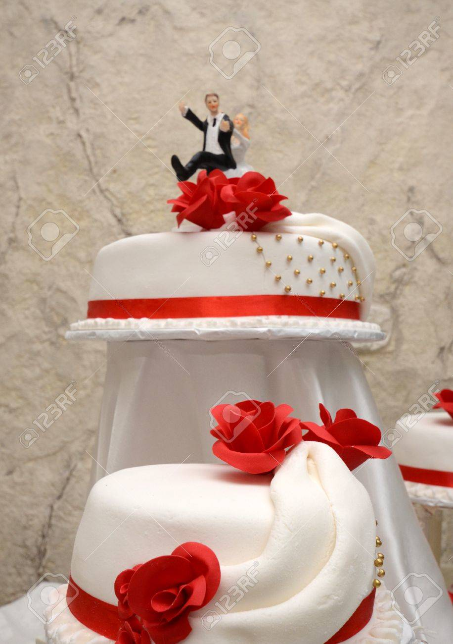 Picture Of A White Wedding Cake With Red Roses Stock Photo  Picture     Picture of a White wedding cake with red roses Stock Photo   42676562