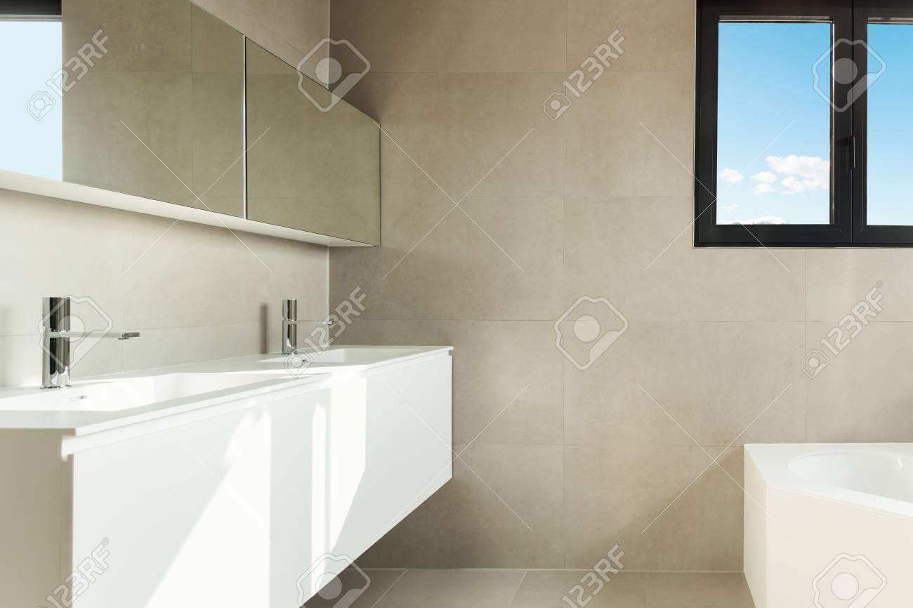 https fr 123rf com photo 33234479 salle de bains moderne de l int c3 a9rieur d une maison neuve html