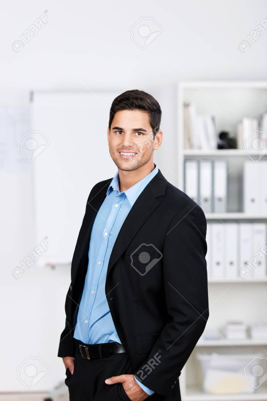 Retrato De Perfil Del Hombre De Negocios Joven Guapo Elegante