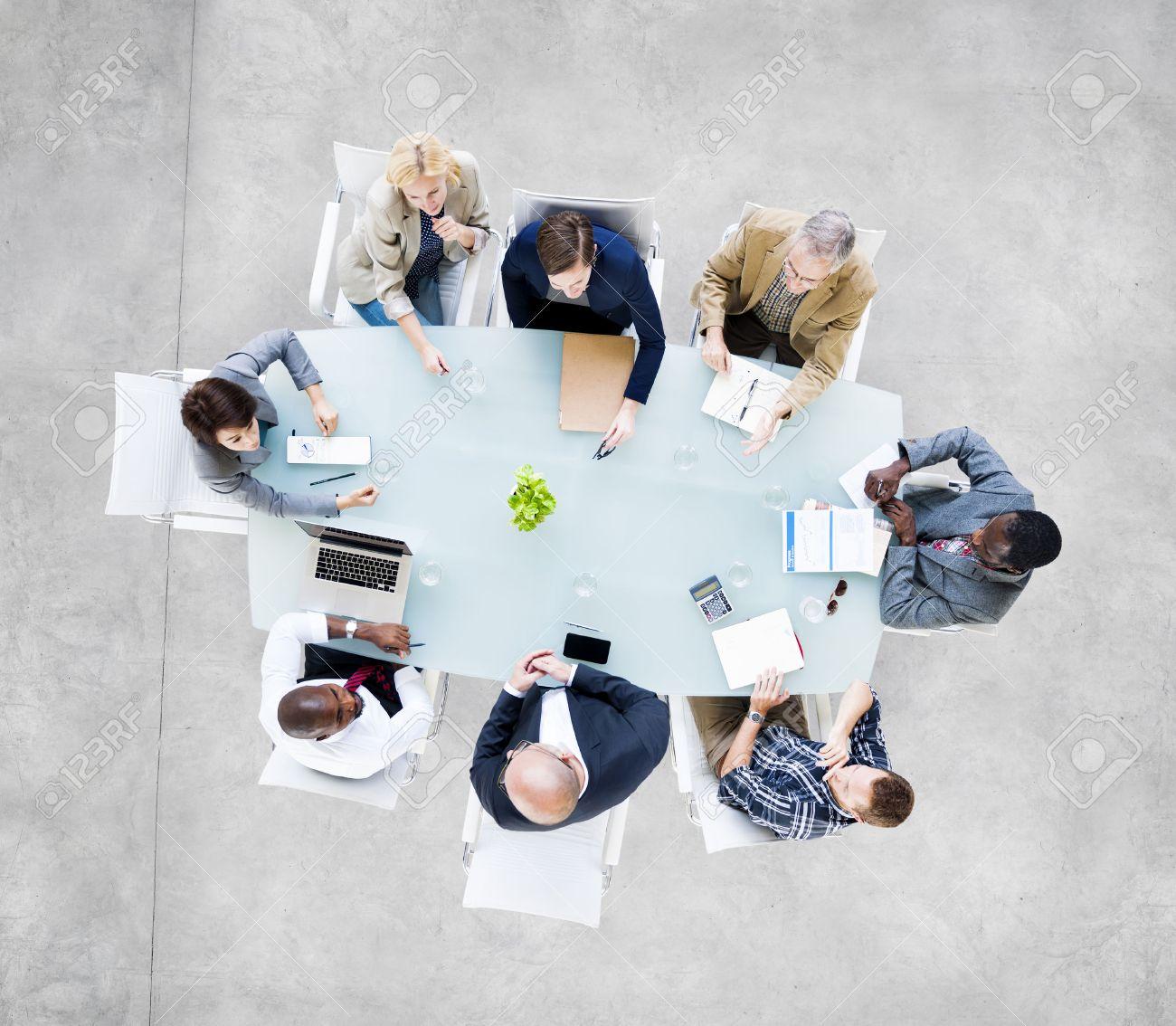 groupe de personnes d affaires autour de la table conference tenue d une reunion