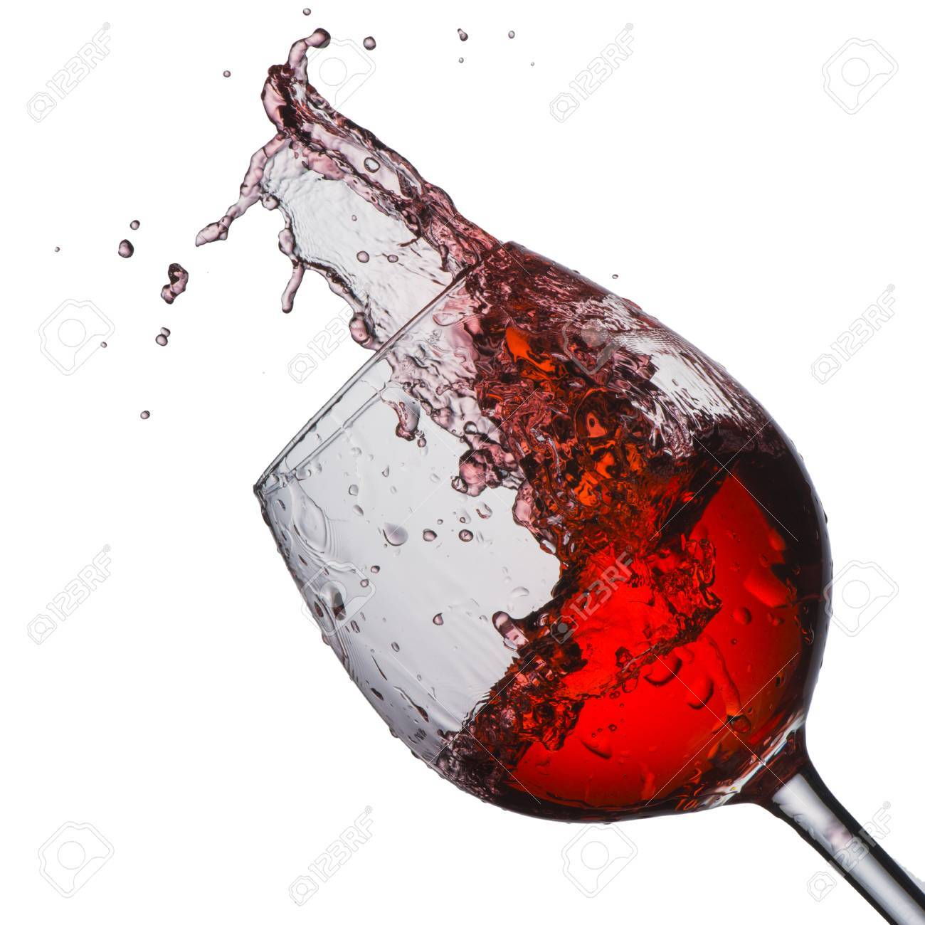 verre a vin rouge avec splash banque d images et photos libres de droits image 25590758