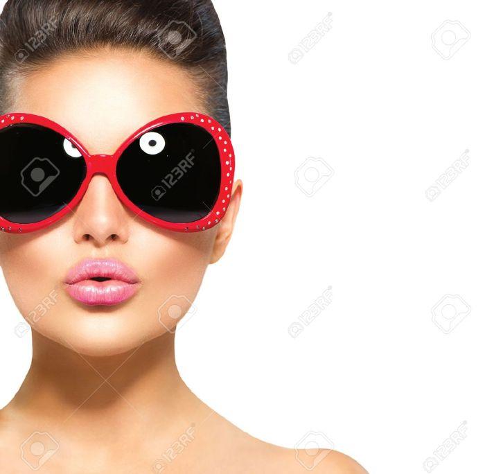 Beauty surprised fashion model girl wearing sunglasses Stock Photo - 42149660