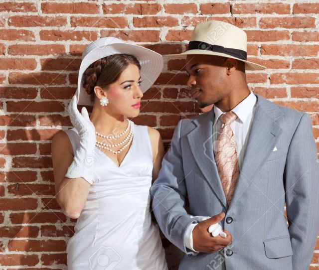 Vintage Mode Sexy Jazz Brautpaar In Alten Stadtischen Gebaude Mixed Rennen Das Tragen
