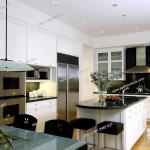 Kitchen Horizontal With Frosted Glass Top Table In Foreground Kitchen Island Foto De Stock Imagen Derechos Protegidos Pic Shl Ljw1 2987 027 Agefotostock