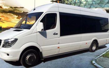 Aerodromski shuttle taksi prevoz putnika Mercedes minibus
