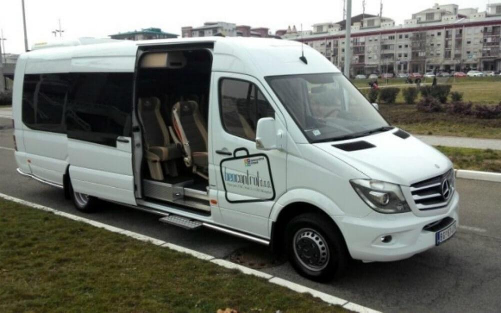 Iznajmljivanje minibuseva