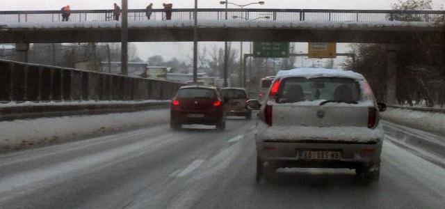 Led, klizav put. Šta mi, vozači možemo da uradimo?