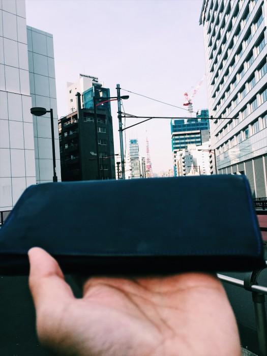 【ナポレオンカーフ・アレッジドウォレット】の上に、東京タワーを乗っけてみた