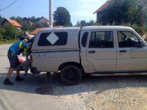 the Mahindra van is being loaded