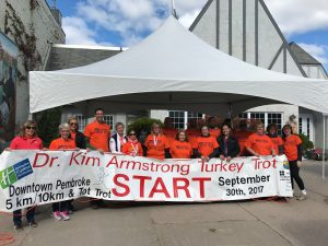 Holiday Inn Express Dr. Kim Armstrong Turkey Trot 2017 - Volunteers