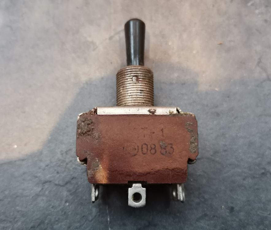 Тумблер П2Т-1 (переключатель)